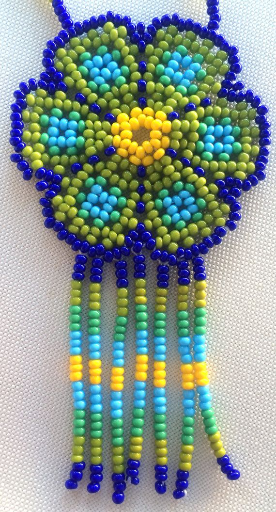 Mexican Huichol Beaded Flower Necklace por Aramara en Etsy