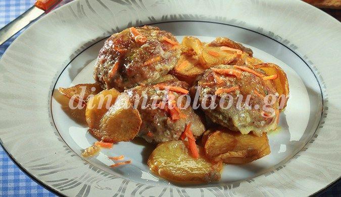 Χοιρινά μπιφτέκια αφράτα, με πατάτες στη γάστρα