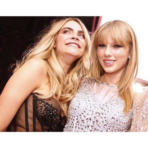 Image via We Heart It #backstage #love #TaylorSwift #Victoria'sSecret #caradelevingne #vsfs #caraxoxo