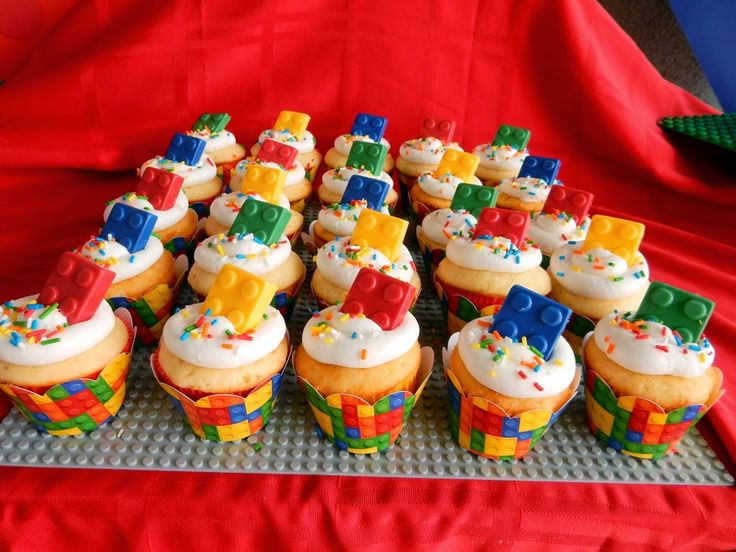 Invite and Delight: Lego Birthday Party - lego building plates as serving trays