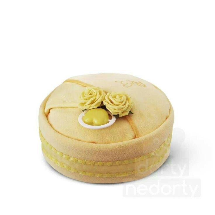 Yellow (nappy cake)
