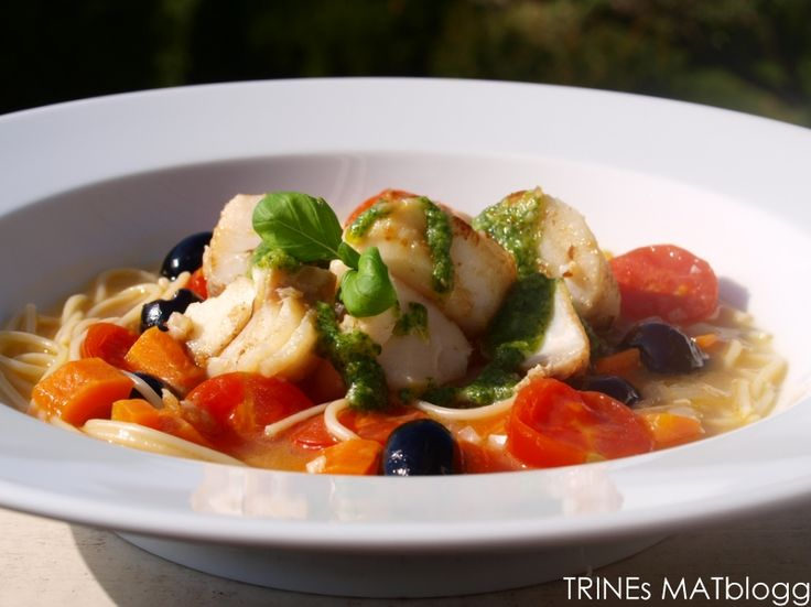 Minestronesuppe med torsk og basilikumpesto
