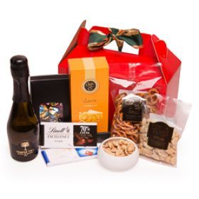 Give your mom a surprise with the Jolly Hamper!