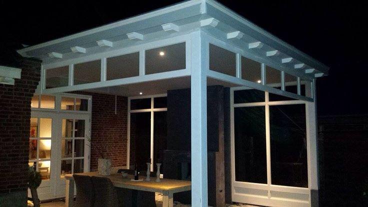 Romantische veranda met bovenlichten en open haard. Ontworpen en gemaakt door de veranda vakman uit Waalre. Www.verandaservice.nl