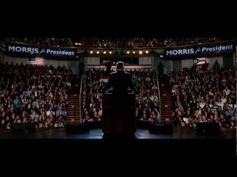 """LOS IDUS DE MARZO. Un joven idealista (Ryan Gosling) empieza a trabajar como director de comunicación para un prometedor candidato (George Clooney) que se presenta a las elecciones primarias del Partido Demócrata. Durante la campaña tendrá la oportunidad de comprobar hasta qué extremos se puede llegar con tal de alcanzar el éxito político. Adaptación cinematográfica de la obra teatral """"Farragut North"""" de Beau Willimon."""