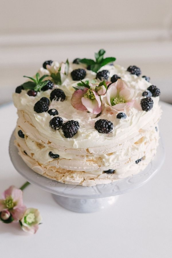 Meringue Wedding Cake   Olesya Ukolova Photography on @CVBrides via @aislesociety