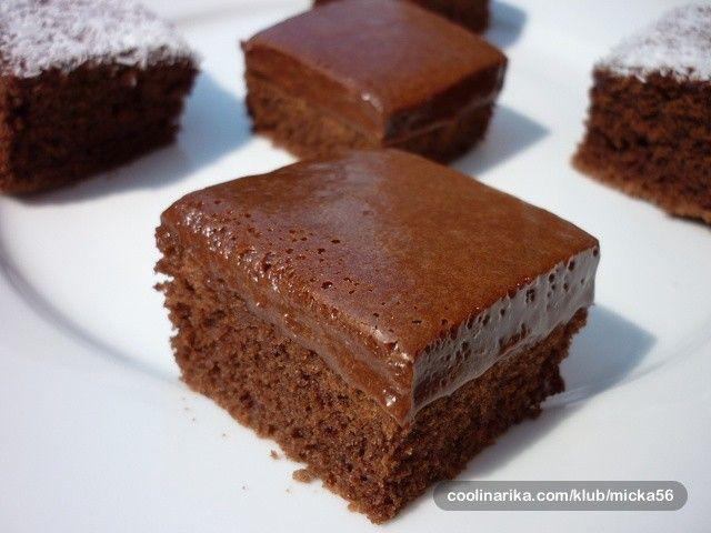 Nejjednodušší čokoládové kostky, které připravíte z běžných surovin, které máte určitě doma v lednici a v komoře. Pokud máte chuť na něco sladkého, tak určitě tyto čoko řezy.