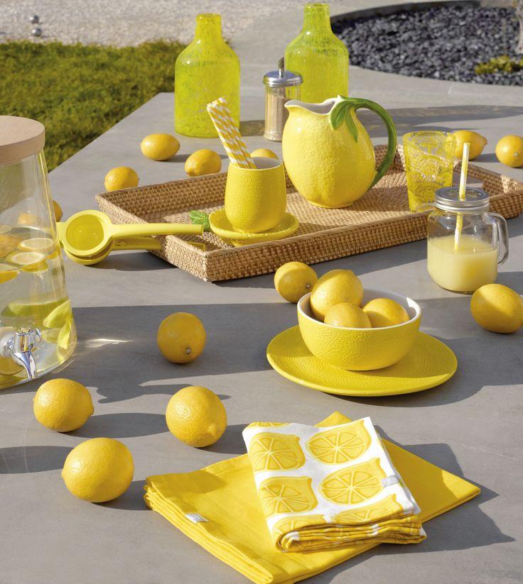 Sitruunankeltaiset FRUITI-astiat  #keltainen #kesä #puisto #kattaus #habitat