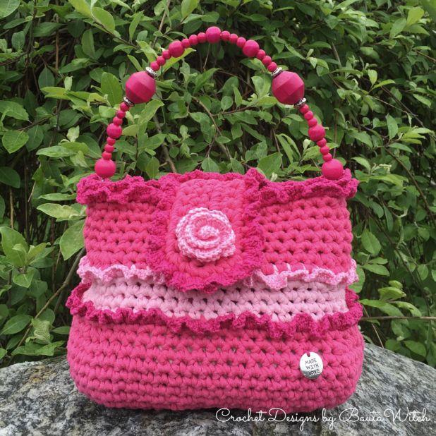 Virkad volangväska / Crocheted frill bag by BautaWitch