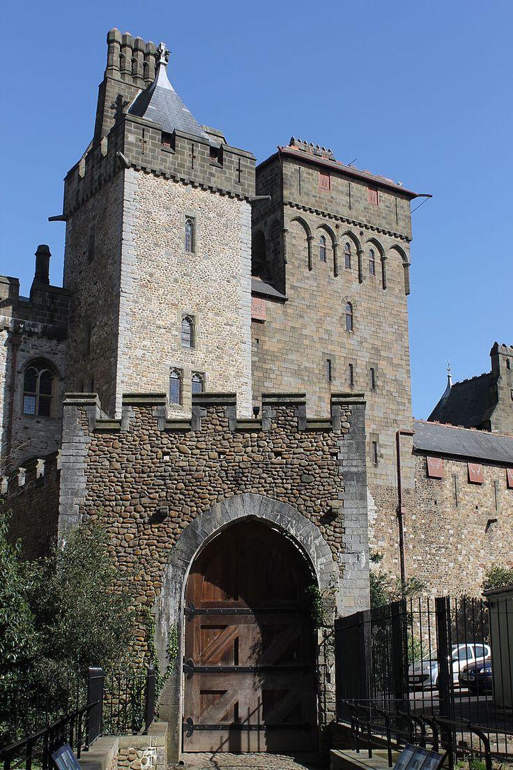 Castell Caerdydd Cardiff Castle from the West side 07.JPG