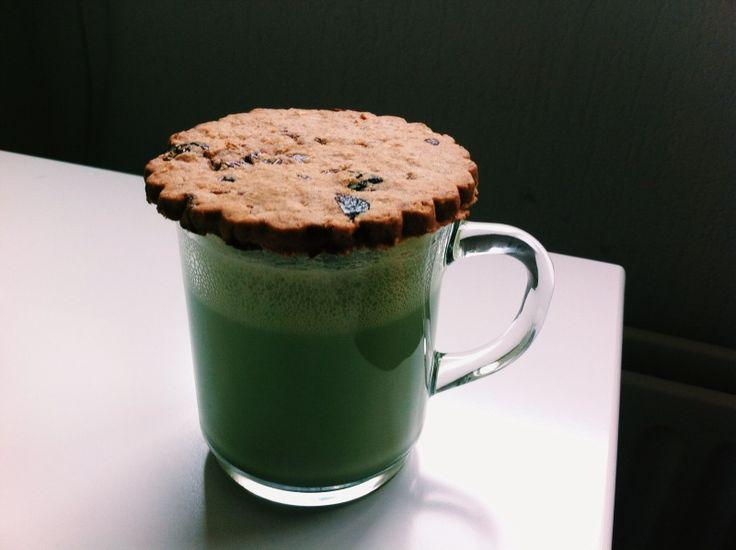 maccha (soy milk + maccha powder) + vegan cranberry cookie | drink + cookie