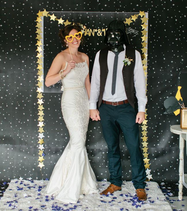 This Star Wars themed wedding has a lot of wintery details, check out the cake! #starwars #starwarswedding #winterwedding