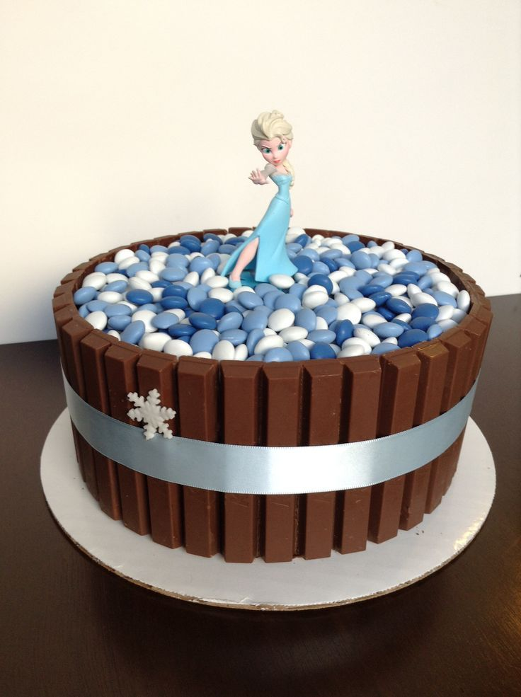 Más Recetas en https://lomejordelaweb.es/ | Frozen theme Kit Kat cake