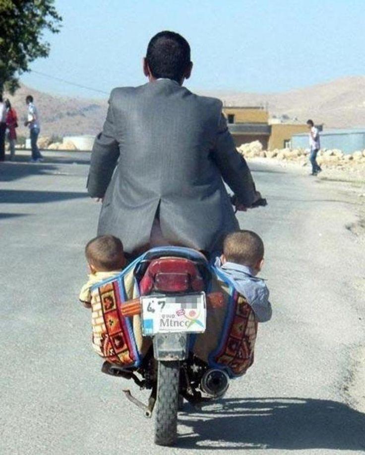 Only in India! Needs twins for balance :-) Passt nicht ganz zum Thema Arbeitssicherheit, aber egal.