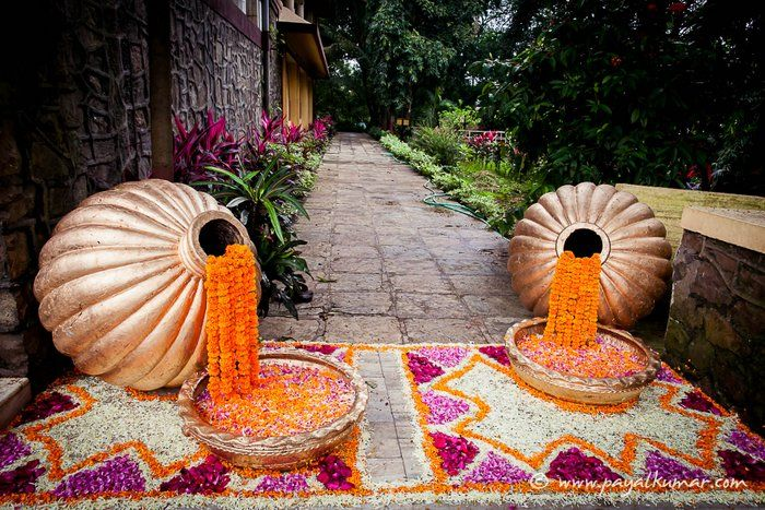 1-floral-trends-2015-Indian-weddings (5)- i would just do the pots with the flowers flowing out not the bottom design