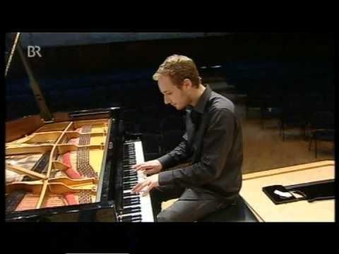 """Der russische Pianist Nikolai Tokarev im Magazin """"Capriccio"""" des Bayerischen Rundfunks (BR). / www.nikolaitokarew.de / represented in Austria by BENEDIKT WEI..."""