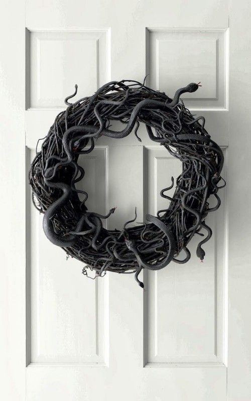 Decorate modern door wreath – 100 crazy ideas made of atypical materials