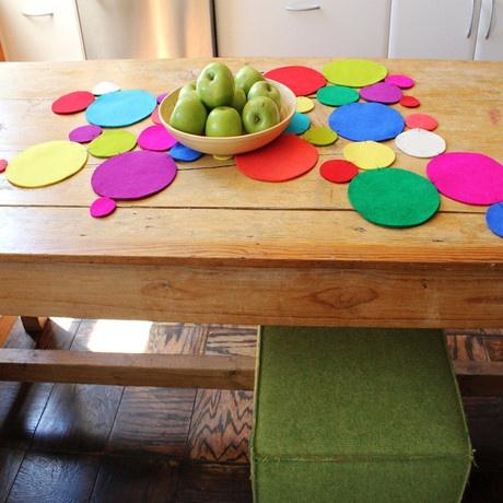 Felt circles table runner. So totally DIY-able