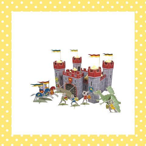 Prachtig ridderkasteel met een draak, een ophaalbrug en een leger ridders! En dat allemaal om de heerlijke cupcakes te verdedigen die je erin presenteert. Na de verjaardag nog heel geschikt om mee te spelen! http://dekinderkookshop.nl/product/ridderkasteel-cupcakehouder/