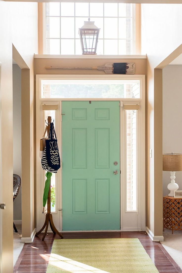 in love with this mint green front door. #theeverygirl