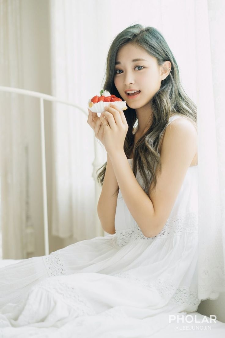 TWICE 트와이스 Nayeon , Jungyeon , Chaeyoung , Dahyun , Sana , Mina , Tzuyu , Jihyo , Momo