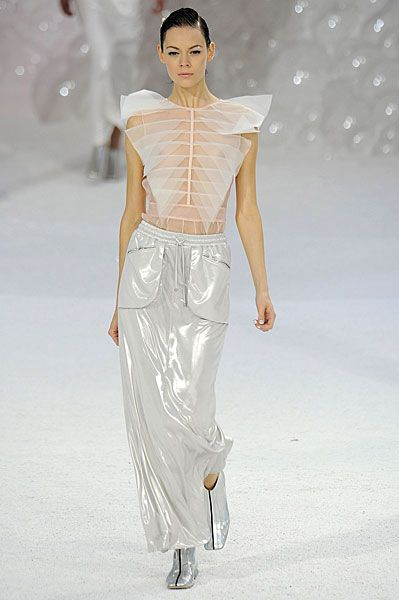 Chanel SS12 under the sea inspired show Click on to see set idea!!!!!!!!!!!!
