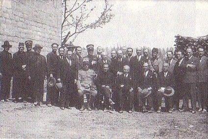Foto ricordo in occasione del passaggio del comune di Ponte Buggianese dalla provincia di Lucca a quella di Pistoia - 1928.