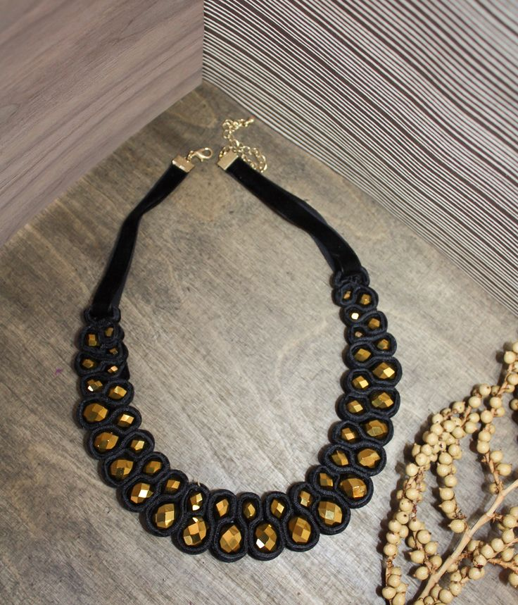 These are opulent trend pieces in playful shapes, especially beautiful in combination of antique gold, black and pearl. #iam_accessories #newbaroque #statementnecklace #blackandgold #christmasstyling