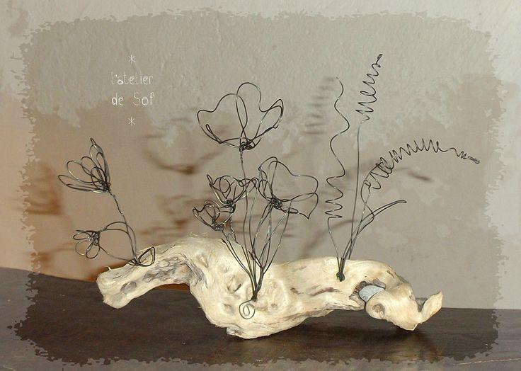 fleurs d'étang fil de fer sur bois flotté