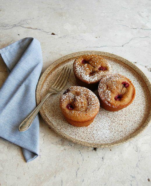 Peanut butter and raspberry mini cakes / Mini bolinhos de manteiga de amendoim e framboesa