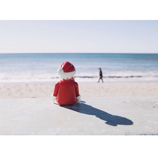 Phew #jobdone. #santa #beach #christmas #santamonica #cali #Playmobil #takingabreak #toyphotography #toystagram #instatoy