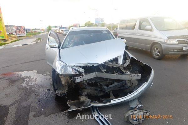 В Благовещенске произошла крупная авария с участием «Тойоты» и «Хонды» (фото)