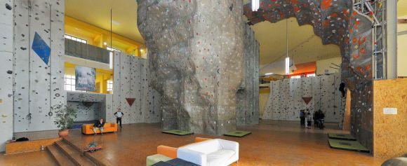 T-Hall Kletter- und Boulderhalle mit Saunabereich Thiemannstr. 1 12059 Berlin NEUKöLLN