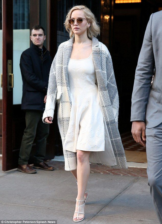 Jennifer Lawrence is effortlessly chic in a checked grey coat in NYC | Daily Mail Online