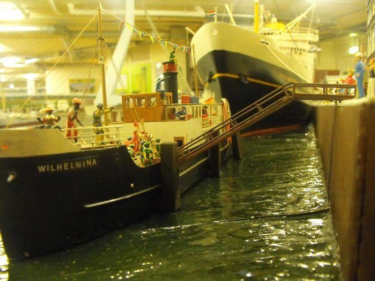 De aankomst van Sint & Piet verloopt in Miniworld Rotterdam vlekkeloos!