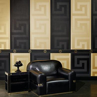 Un intérieur noir et or signé Versace, le luxe à l'italienne. Chez 4 murs, 79€ / rouleau.