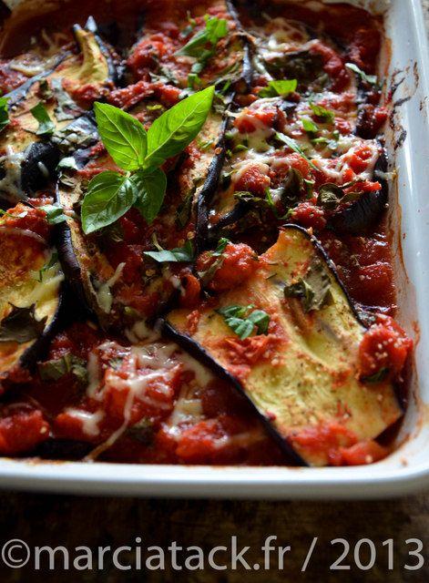 Un gratin d'aubergine tout en légèreté avec des aubergines qui ne cuisent pas à l'huile...