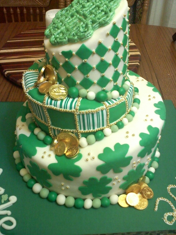 Cake Decorating St Patrick Day : Happy Birthday Saturday the 14th... 2Peas Refugees