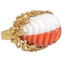 1960 vyřezávaný korál a roztavený zlatý prsten