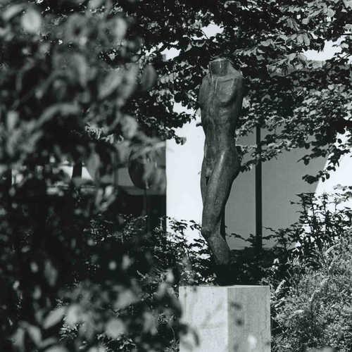 Caïus Sproncken, zonder titel (1993), bij Verzorgingstehuis De Kiekendief, Kolkplein, Almere Stad. © Witho Worms, Museum De Paviljoens