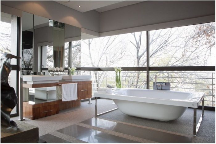 house in Johannesburg - bathroom : feel free to take a bath with landscape / natural view..