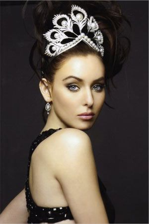 MISS UNIVERSE 2005 wearing the Mikimoto Pearl Crown.