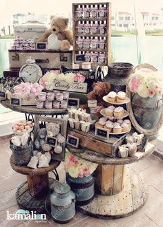 www.kamalion.com.mx - Mesa de Dulces / Candy Bar / Postres / Evento / Blanco & Rosa / White & Pink / Rustic Decor / Dulces / Carrete / Madera / Lecheros / Maletas / Baby Shower / It's a gril / Osos / Bear.