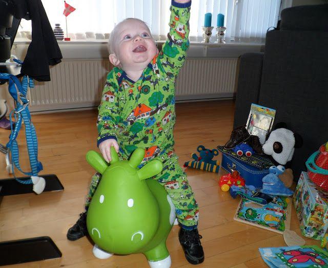 Aksel fik den grønne Krea hoppeko af morfar og mormor i fødselsdagsgave. Læs mere på bloggen: http://akselsmor.blogspot.dk/ #Krea #hoppeko