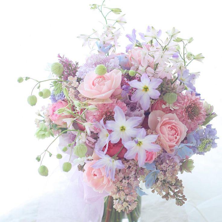 雨の日は優しい色のブーケ ぴょんぴょんした小花が揺れるように #椿山荘#ブーケ#花嫁#プレ花嫁 #ウェディング#ウエディング#ブライダル#一会#紫#ラベンダー#ピンク#結婚式#結婚準備 #結婚#結婚準備 #ウェディングアイテム #ドレス は1+1さん #プレ花嫁サポート #ライラック#春#花#バラ#wedding #bouquet #flower