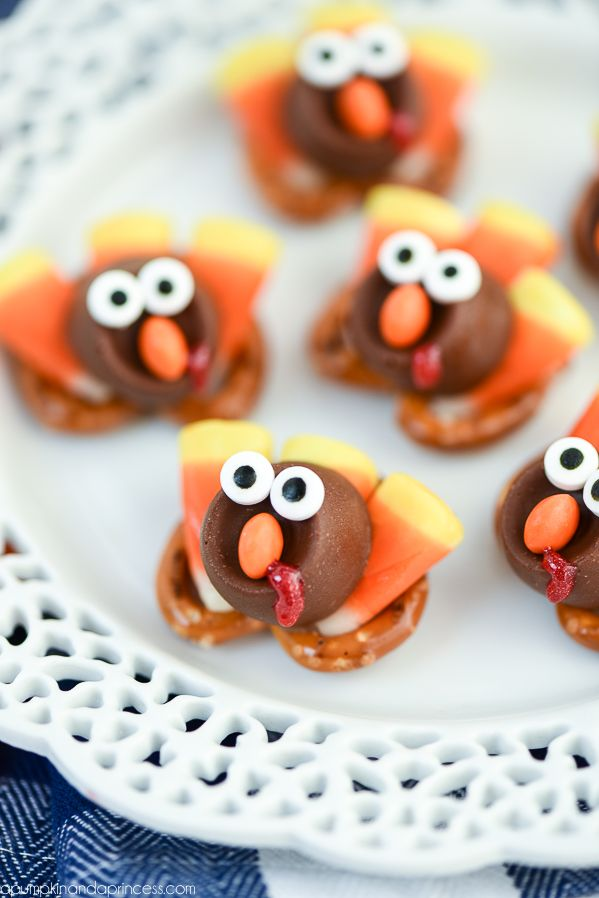 Quick and easy Thanksgiving treats for kids – Turkey ROLO Pretzel Treats