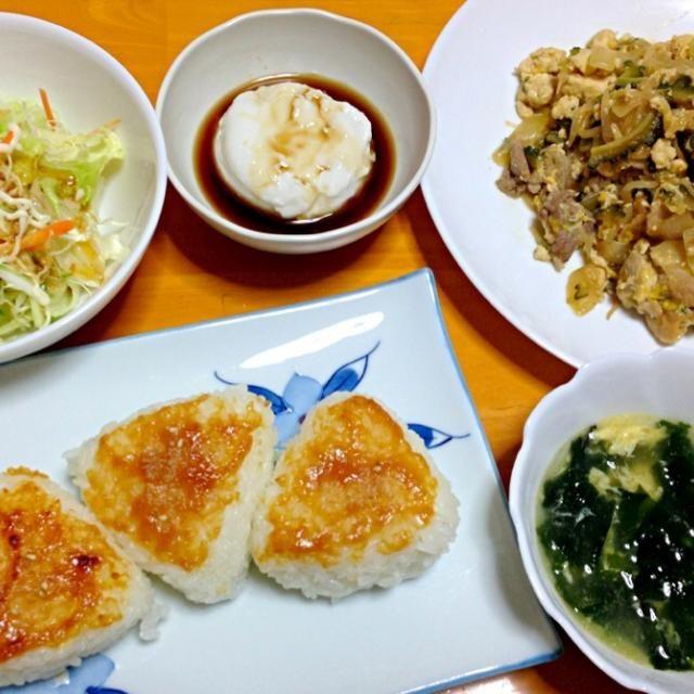 沖縄に旅行に行ってきたので、ゴーヤチャンプル作ってみました( ^ω^ )お土産のジーマーミ豆腐も美味❤ - 3件のもぐもぐ - ゴーヤチャンプルー、ジーマーミ豆腐、サラダ、わかめスープ、焼きおにぎり❤ by m9r2e3