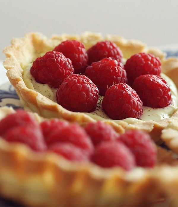 Tartes con crema al tè matcha e lamponi - tartes with matcha tea cream and raspberries