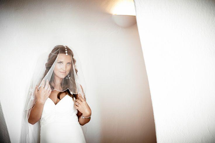 Wedding in Santorini (Original Description) Wedding Photography By @absst  #photographer #photography #weddingphotography #weddingphotographer #santorini #greece #destinationweddings #weddingsinsantorini #destinationweddings Wedding Planners @glaminsantorini