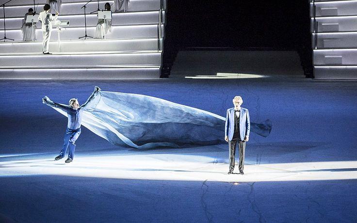 Intimissimi on Ice Andrea Bocellivel | Antik Porta - Luxus & Régiségek